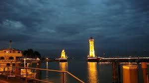 Leuchturm bei Nacht