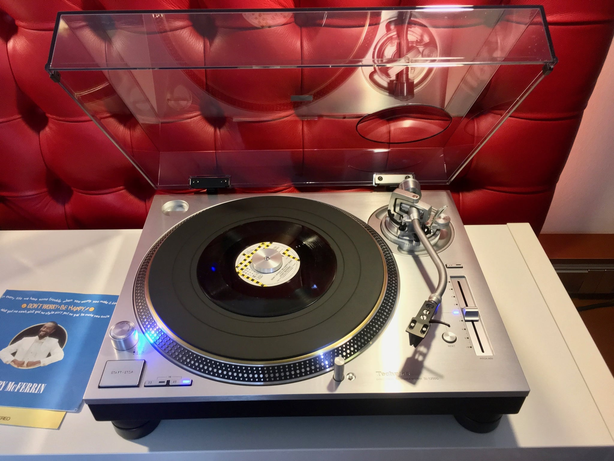 Technics Plattenspieler SL-1200 halb geöffnet