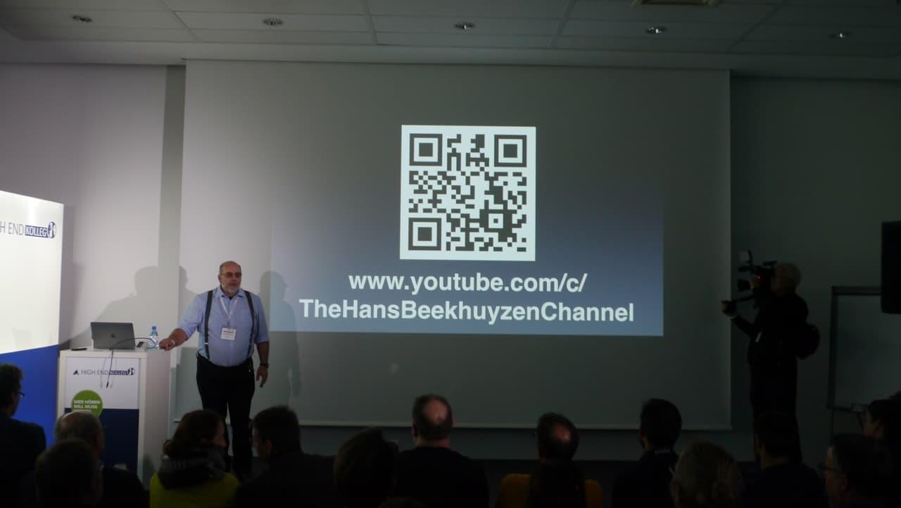 Hans Beekhuyzen vor der Leinwand