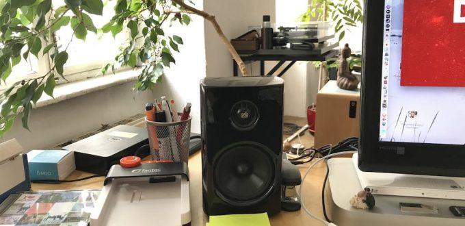 PSP Alpha1 Lautsprecher am Schreibtisch