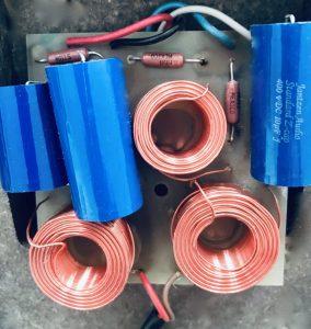 Frequenzweiche nach dem Umbau mit Janssen Kondensatoren